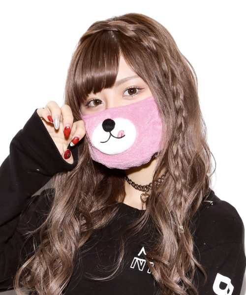 ピンクのクマは、ちょっと舌が出てキュート 1,944円(税込)